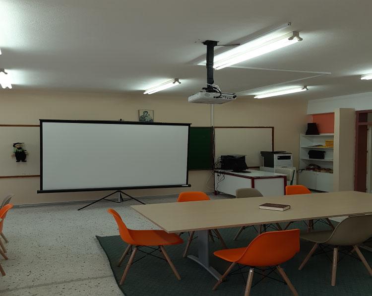 Epson projector, Lexmark Εκτυπωτής και έπιπλα στο 2ο Δημοτικό Σχολείο